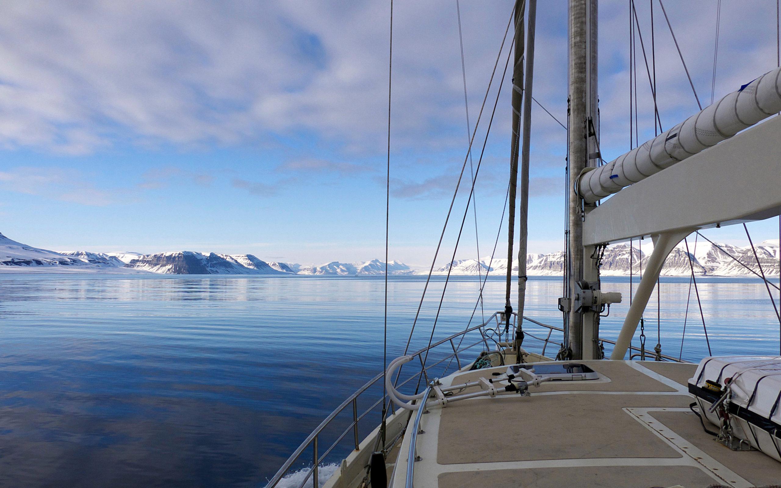 Heliski-Russia-Archipel-Svalbard-1-scaled