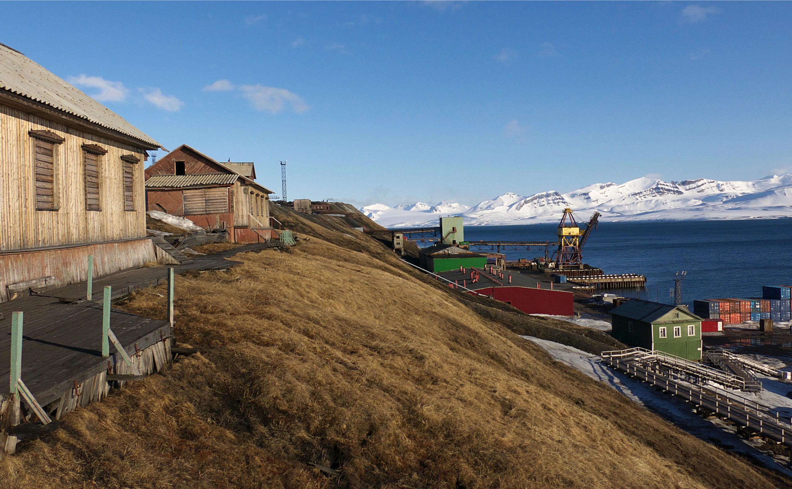 Heliski-Russia-Archipel-Svalbard-10-scaled