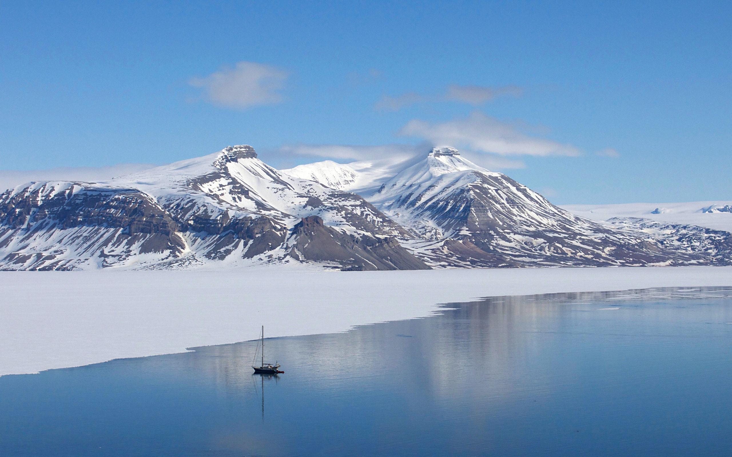Heliski-Russia-Archipel-Svalbard-2-scaled