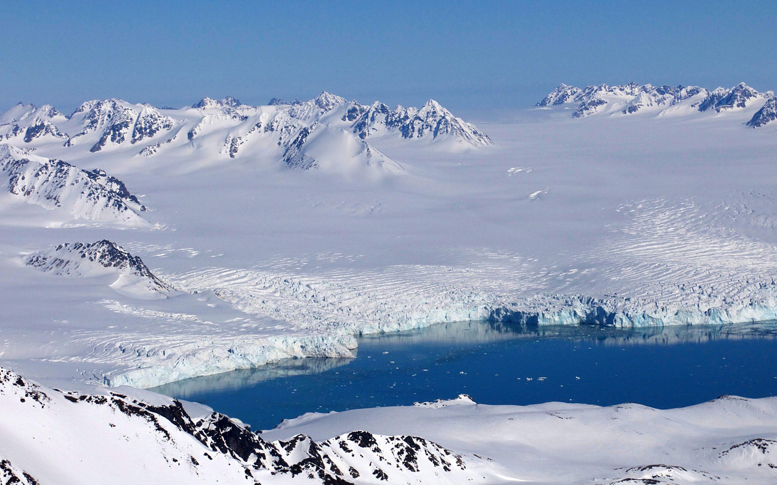 Heliski-Russia-Archipel-Svalbard-8-scaled