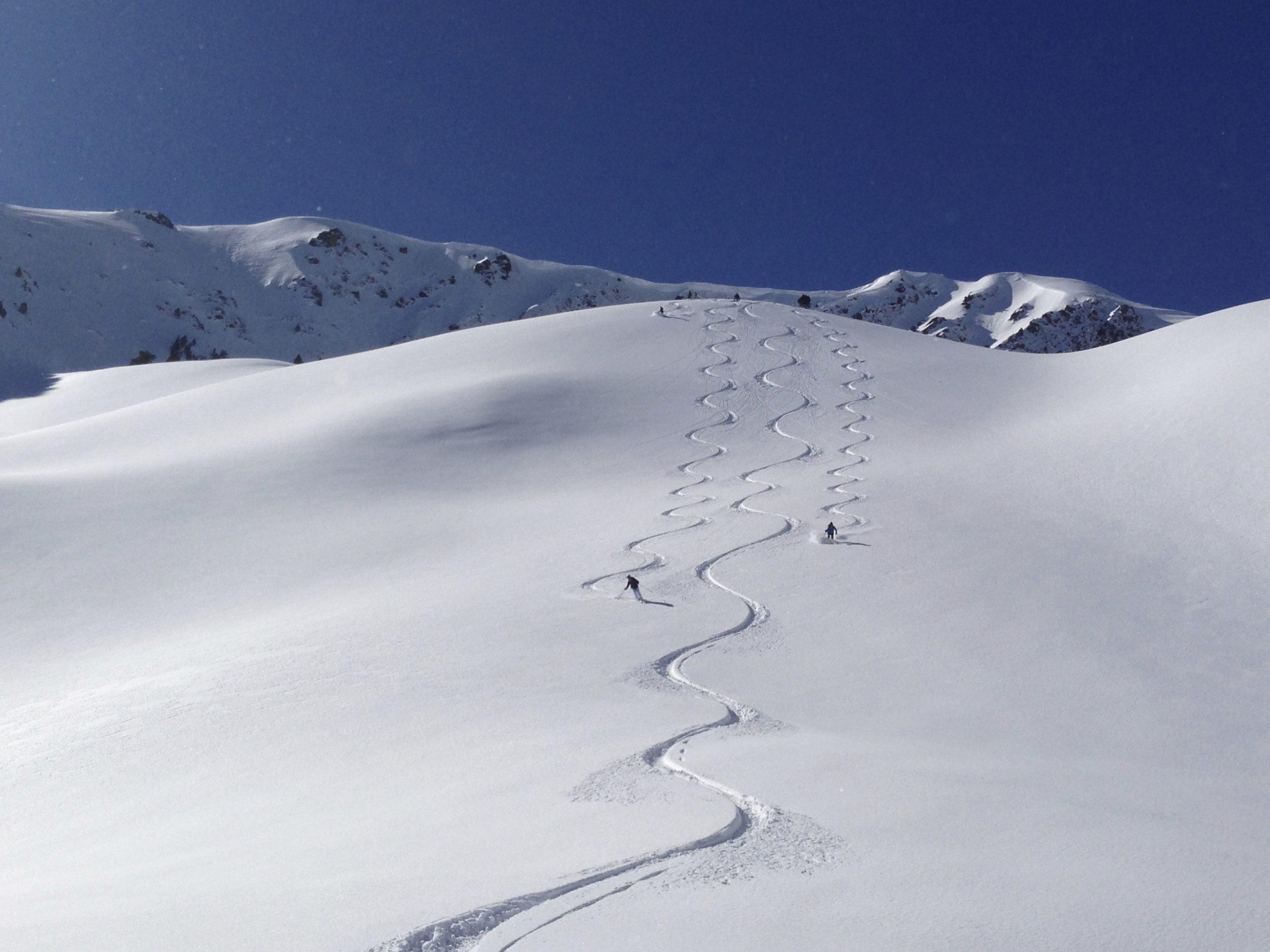 Heliski-Russia-Pyrenees-2-scaled