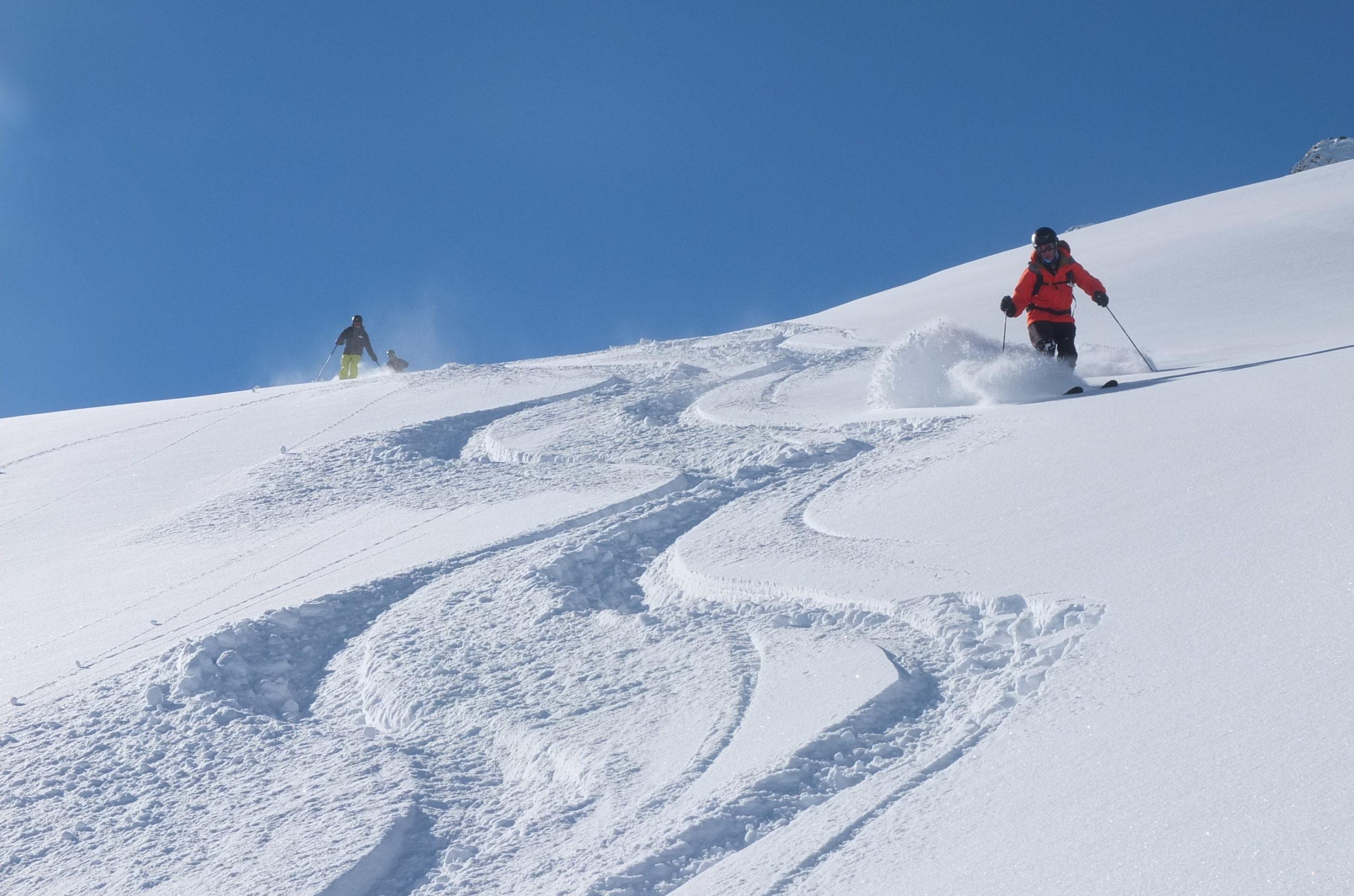 Heliski-Russia-Pyrenees-4-scaled