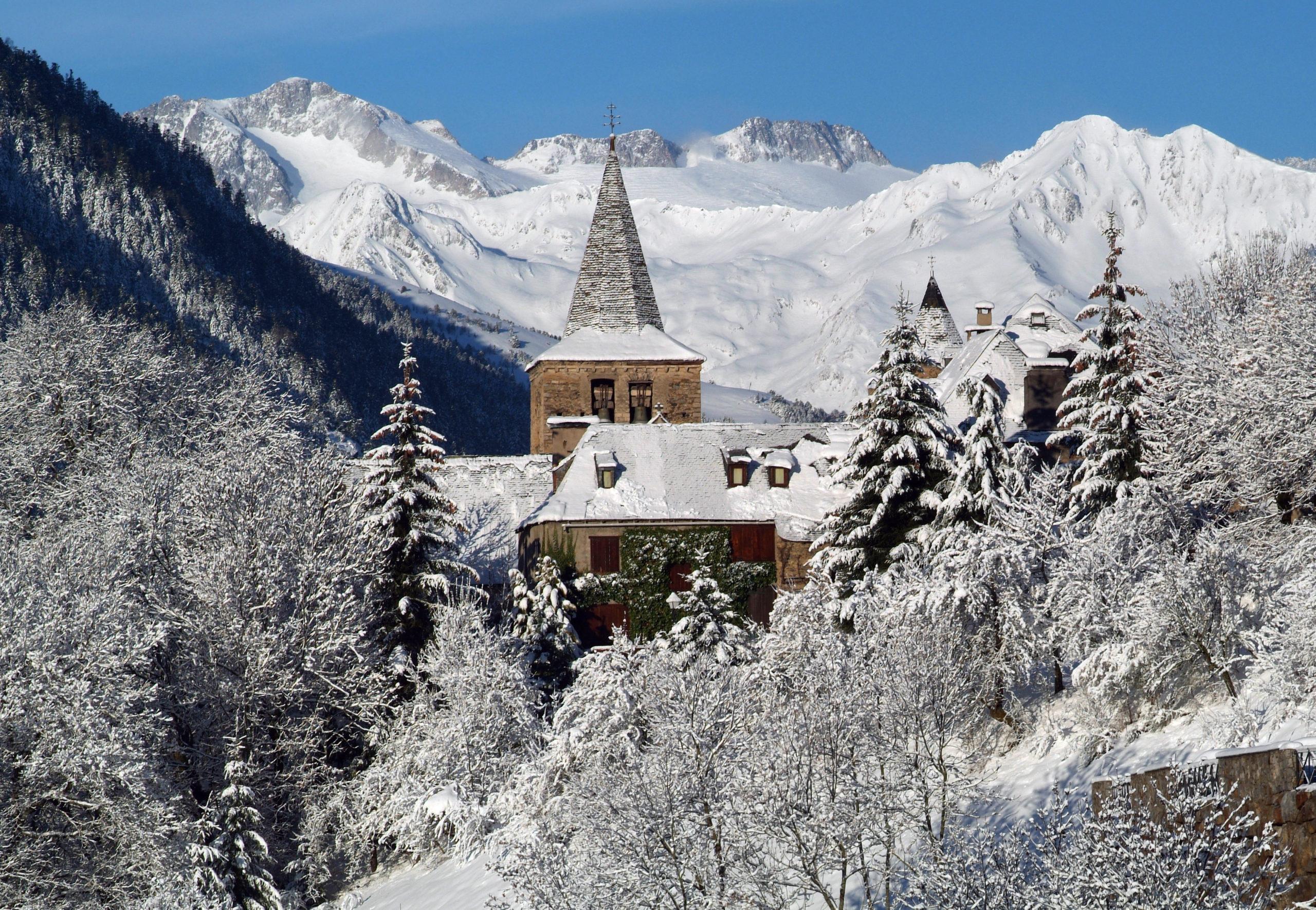 Heliski-Russia-Pyrenees-6-scaled