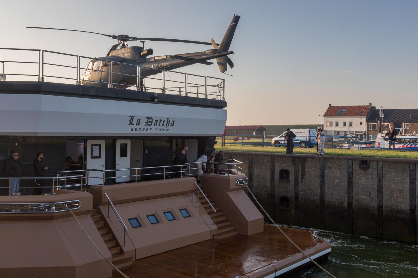 Yacht-La-Datcha-77-Heliski-Russia-1