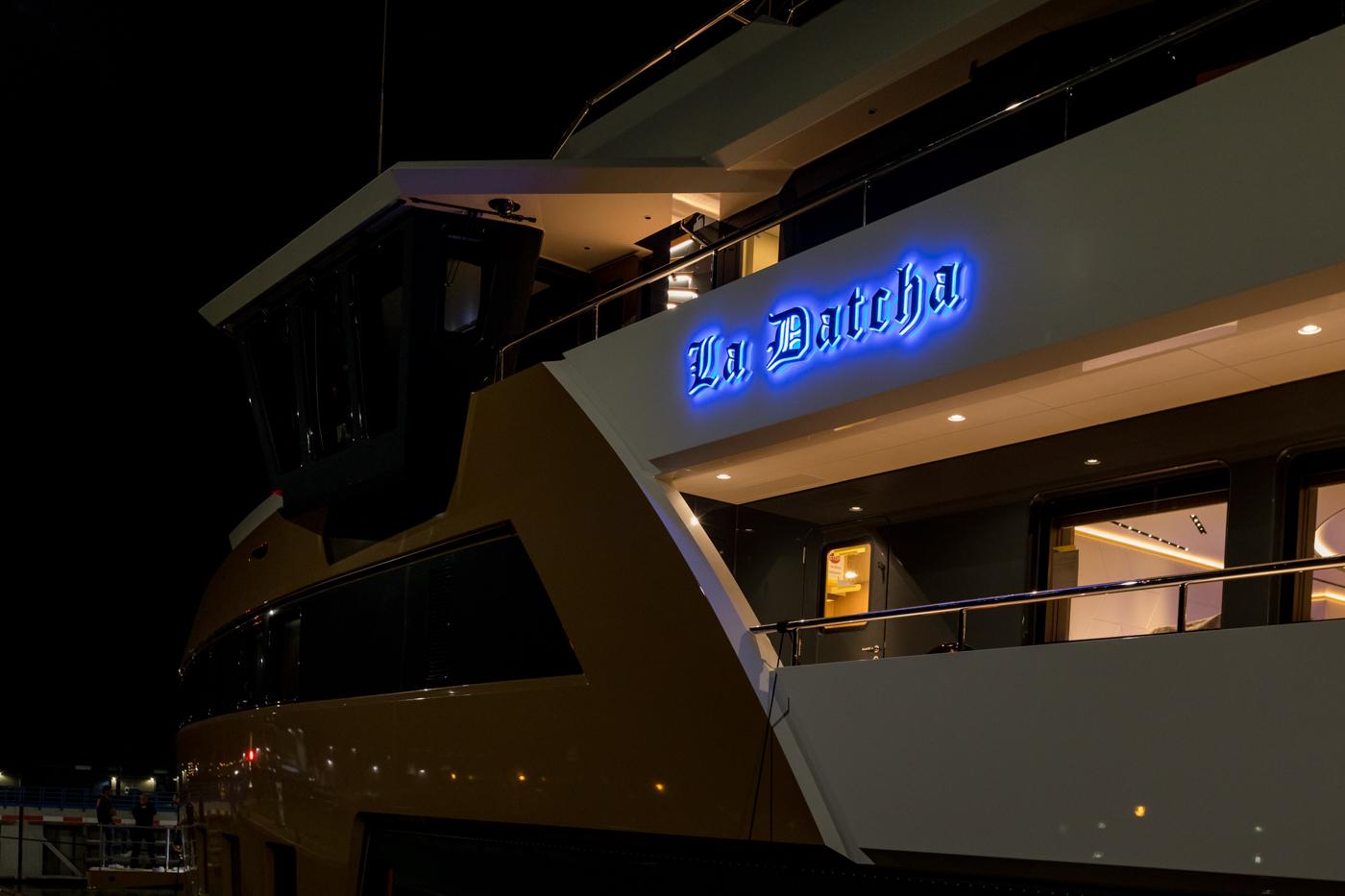Yacht-La-Datcha-77-Heliski-Russia-11