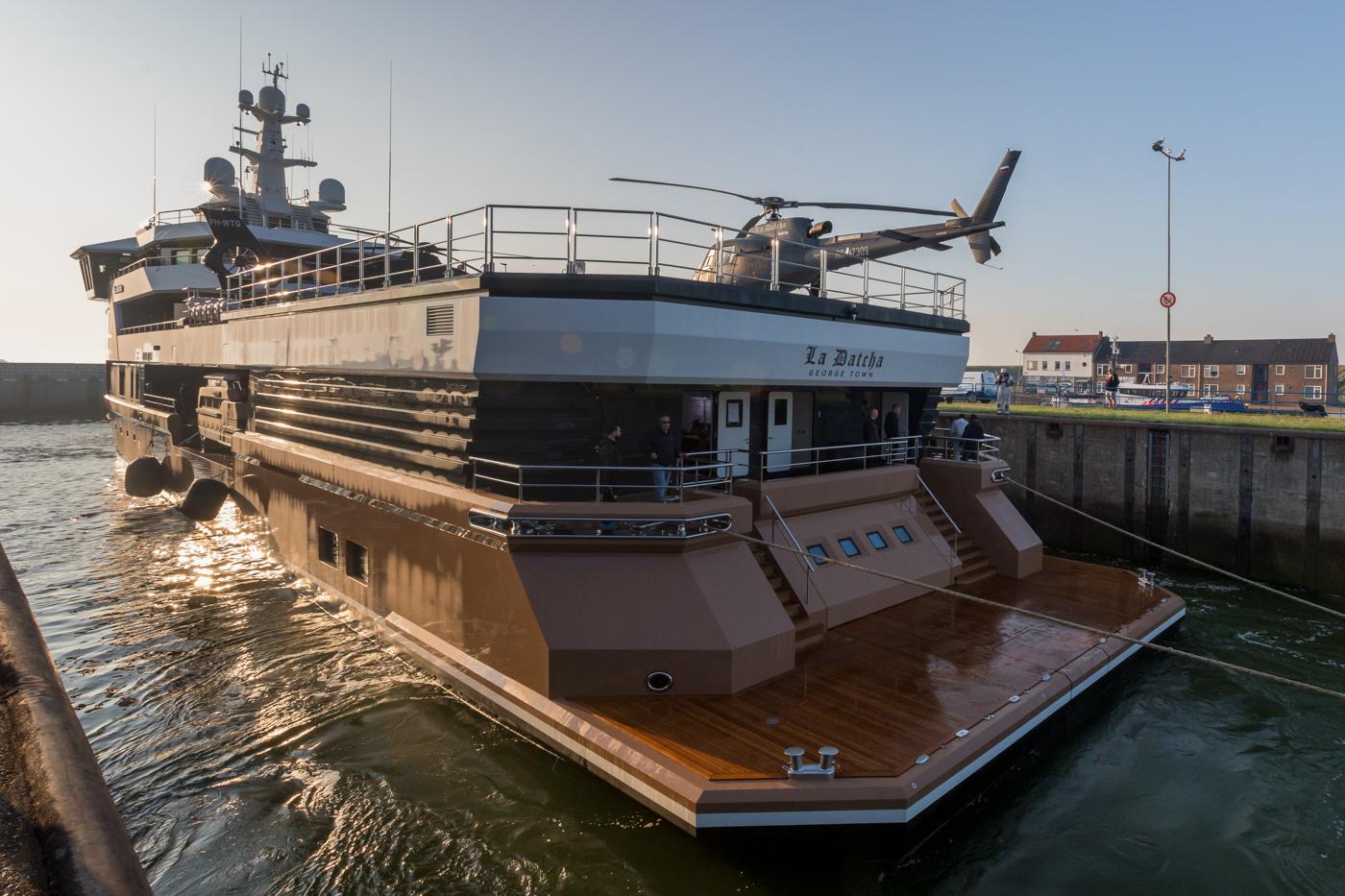 Yacht-La-Datcha-77-Heliski-Russia-15