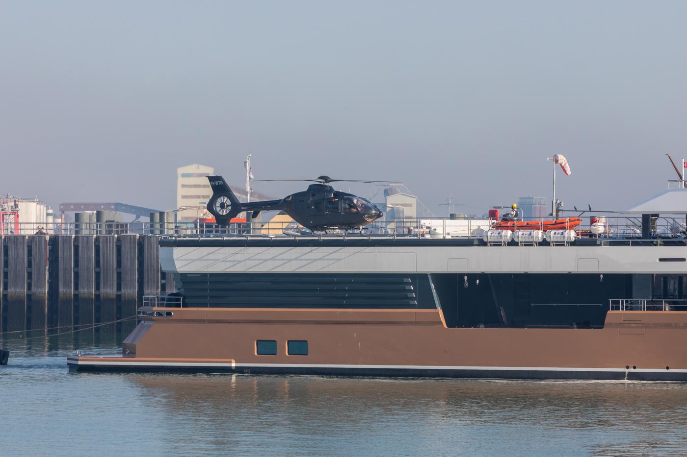 Yacht-La-Datcha-77-Heliski-Russia-3