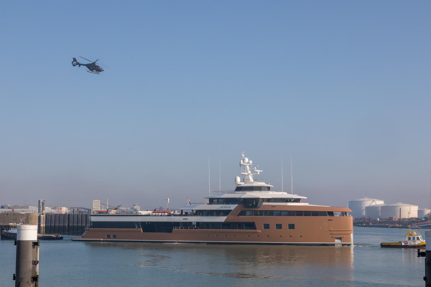 Yacht-La-Datcha-77-Heliski-Russia-4
