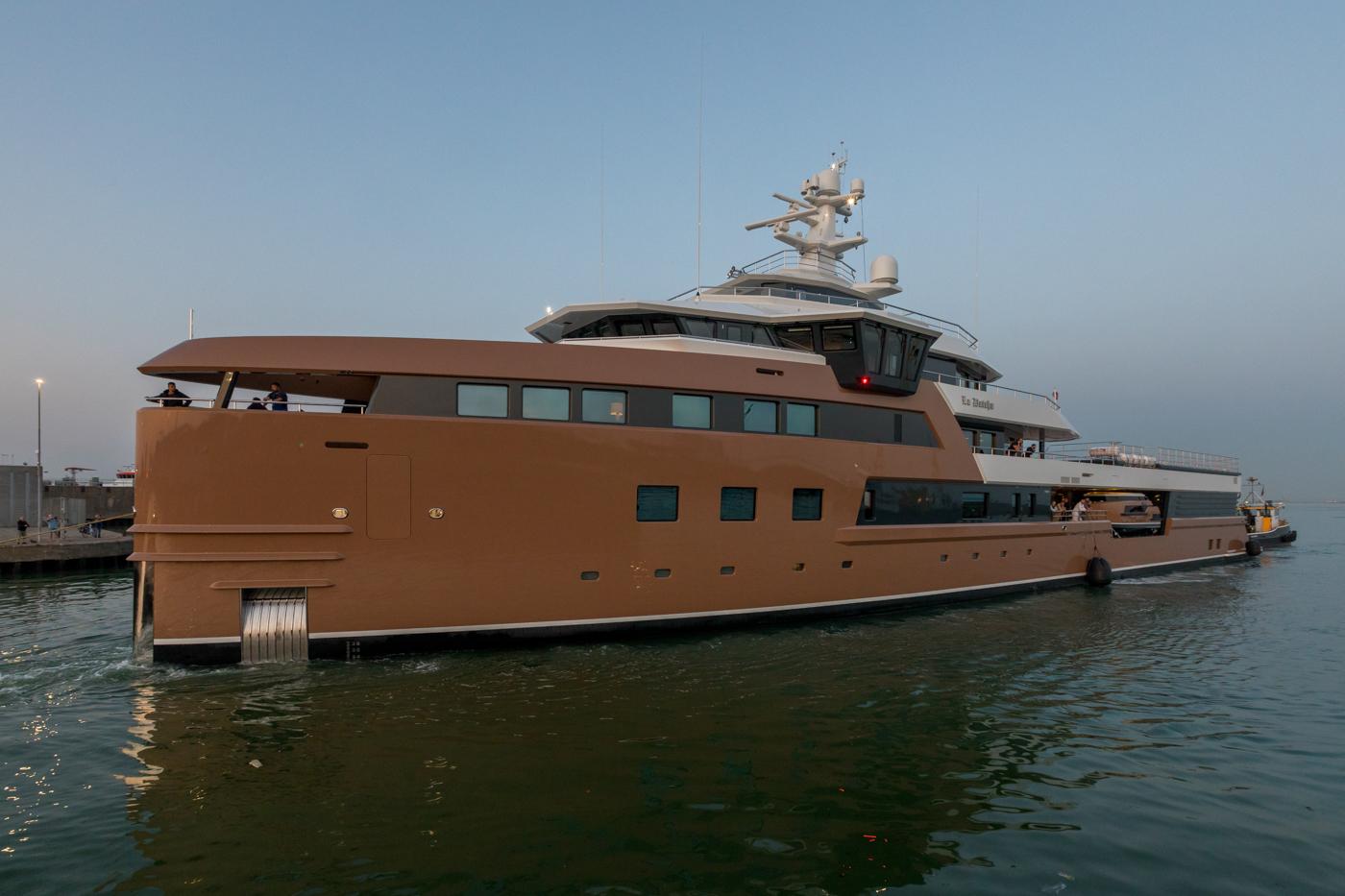 Yacht-La-Datcha-77-Heliski-Russia-5