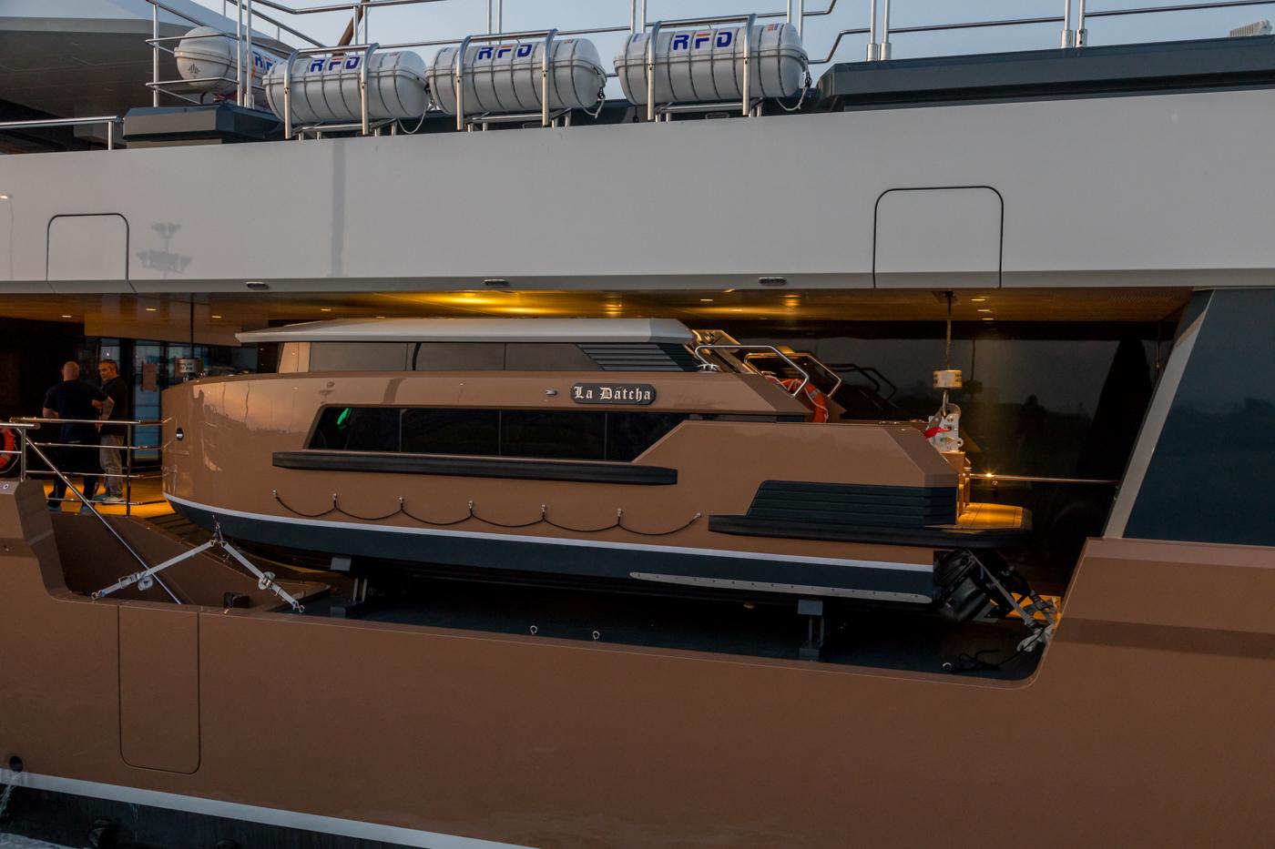 Yacht-La-Datcha-77-Heliski-Russia-7