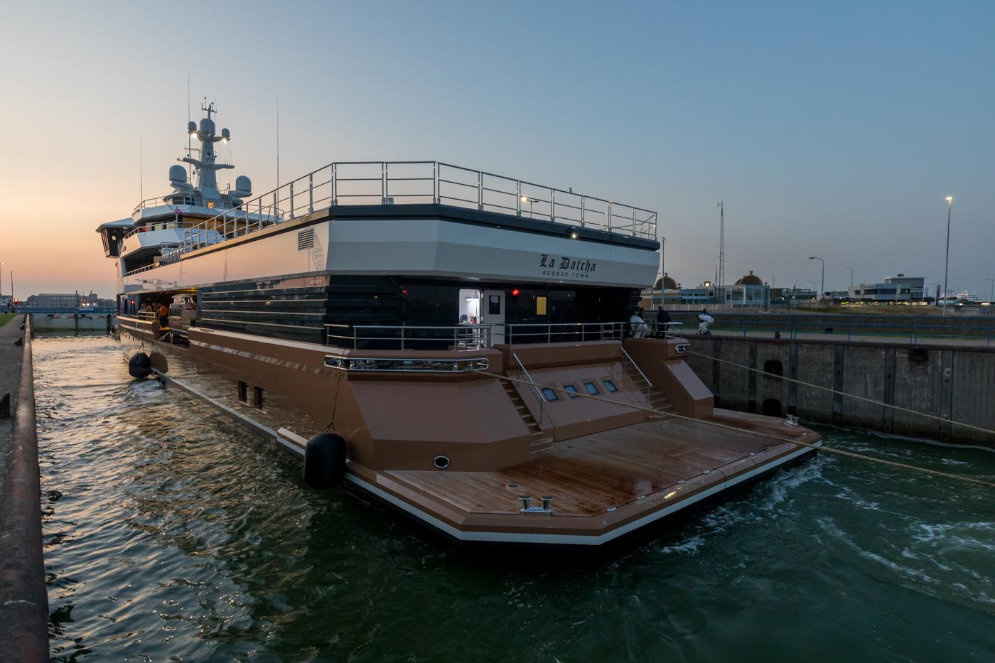 Yacht-La-Datcha-77-Heliski-Russia-8